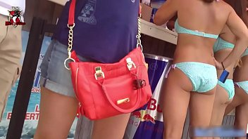 La chica en bikini - Girls in blue bikini on the beach - sexys
