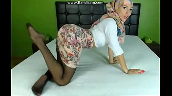 Gold porn tube pantyhose tease Sexy hijab girl teasing in skirt and pantyhose