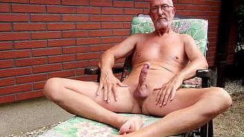 Nackt steif penis Die Hütte