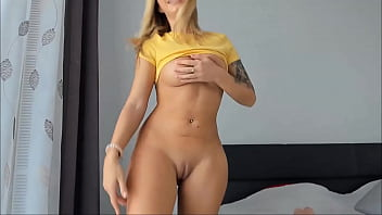 Gorgeous Blonde Camgirl With Pretty Face And Perfect Body