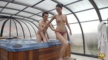 OLD4K. Tender Sex in Jacuzzi Vorschaubild