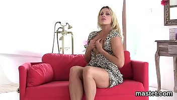 Hot czech nympho stretches her narrow snatch to the special