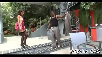 Chocolate milf Babe with great wazoo loves to feel chocolate dongs in butt