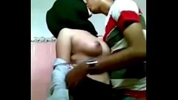 jilbab in toilet