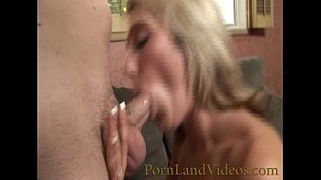 milf blonde with shaved pussy fucking and sucking Vorschaubild