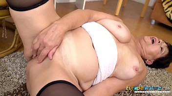 Ature fuck Europemature watch her aged smooth pussy going wet