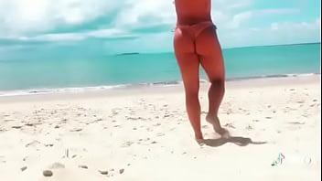 Crys gabiatty na praia