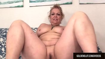 Ride a sex machine A fucking machine makes horny grandma kelly leigh climax