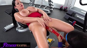 Lesbian uk Fitness rooms ebony uk gym bunny kiki minaj licks busty babe anissa jolie