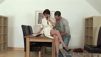lady sonia gets fucked by husbands employee Vorschaubild