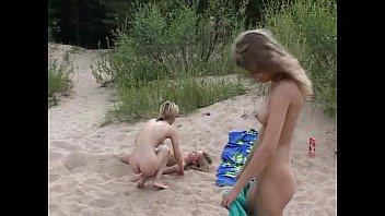 Девушки нудистки. Видео