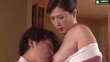 หนังโป๊ญี่ปุ่นออนไลน์ เมียไม่อยู่เงี่ยนจัดเลยขอเย็ดแม่เมีย แม่ยายนมโตผัวตายไปหลายปีหีแน่นขอเย็ดระบายน้ำหีซะหน่อย
