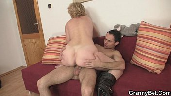 Mature old bitch - Old bitch jumps on young cock