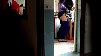 Mẹ vợ l&ecirc_n thăm, tranh thủ l&uacute_c ngủ v&agrave_o nh&agrave_ bếp phang vợ