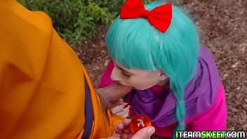 Dragon lick Cock hungry cosplayer jessie saint sucking the sutds big cock