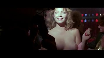 Amber Lynn in 52 Pick-Up 1986 4秒