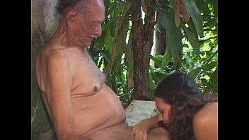 V 909 19 01 lesbicas brasileiras se beijando