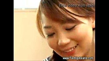 【緊縛巨乳教師フィストファック】開脚緊縛された巨乳教師が女子生徒にマンコに手首まで挿入されるフィストファックで絶頂させられる。
