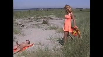 Dina Jewel danese giornata di sole in spiaggia - pornoincesto