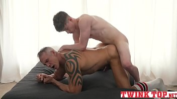 Boy muscle gay dad - Young twink pounds sexy older muscle dad raw-twinktop.net