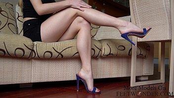 Sexy feet dangling