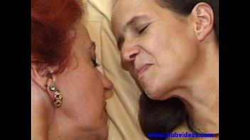 Diversão com duas mães mais velhas