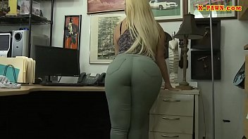 Bubble butt woman drilled by pawn dude