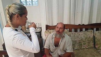 Esposa traz Mendigo Catador de Latinhas para Casa !!! Olha o que eu tenho que aturar !!! El Toro De Oro - Paty Bumbum - Sandro Lima
