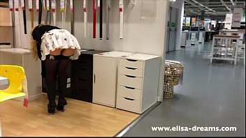 Upskirt celebritys - Upskirt and flashing no panties in a famous shop 2