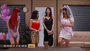 Gorgeous babes (Lexi Luna, Tia Cyrus) in a threesome - Brazzers thumbnail