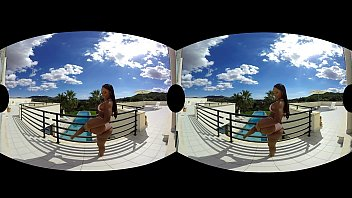 Noemilk Is A Juicy Latina Who Shows You All In VR