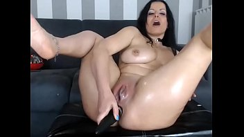 Beauty Gets Freaky on Cam at XLiveCams.club