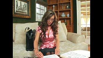 Crissy Moran tease in stockings a garter and heels Vorschaubild