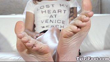 Big feet tranny Bigfeet tranny amateur flexing her long toes