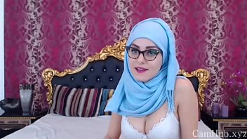 Cute arab girl show her amazing body on cam
