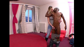 Exhib elle aime se faire baiser contre son gré par des inconnus !! French amateu