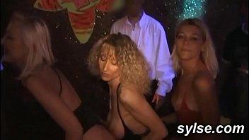 French voyeur sites - Gangbang en club, exhib et partouze restau entre copines amatrices
