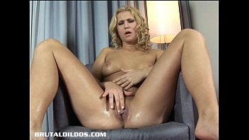 webcam porn download ⁃ linda forces a thick brutal dildo in her soaking wet pussy thumbnail