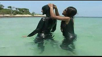 Hot sluts in latex goes at the sea