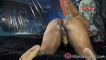 Halloween Masturbation : Nilou Achtland