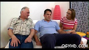 L'uomo più anziano sbatte il giovane twat