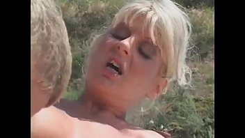 blonde mother takes care of the pool guy - MOMSAW.COM