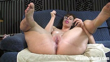 Sms bbw thick bubble toes feet Pawg virgo peridot masturbating and spreading her thick thighs