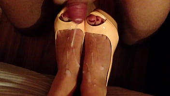 Grannie shoe play fetish - Shoejob and cum on high heels