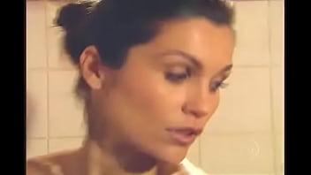 yyy Flavia Alessandra tomando banho