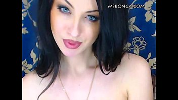Amazing Camgirl showing her hot body webonga.com