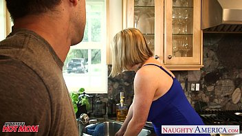 Voluptuous blonde mom Maggie Green gives titjob 9 min
