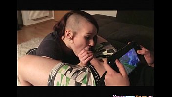 Wii strip - Dude plays wii u, while his gf sucks his cock. - yourfreeporn.tv