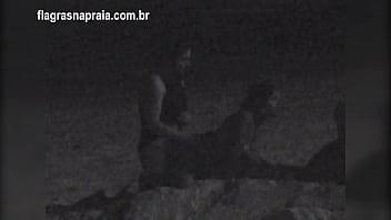 Naked on a train video Filmei um casal fazendo sexo na praia a noite. um segurança botou eles pra correr