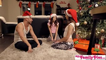Stepbro&#039_s Christmas Threesome And Sister Creampie - My Family Pies S5:E6